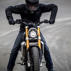 Fantic Caballero 250 Flat track nera opaca moto iniezione elettronica